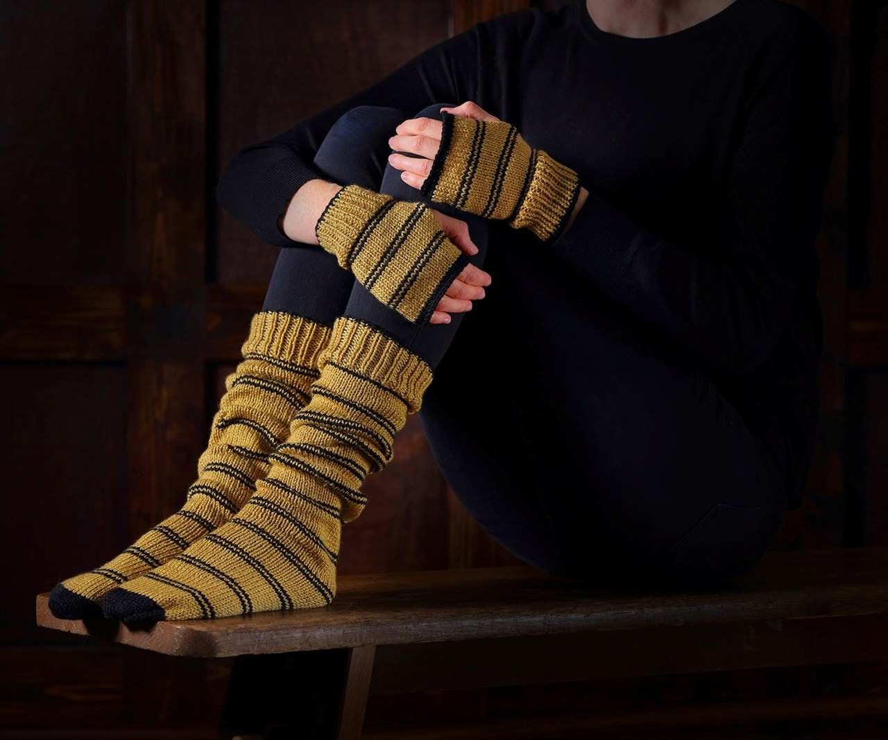 Hufflepuff Mittens & Slouch Socks: Harry Potter Knit Kit - 1