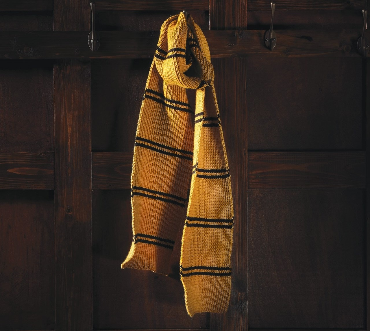 Hufflepuff House Scarf: Harry Potter Knit Kit - 1