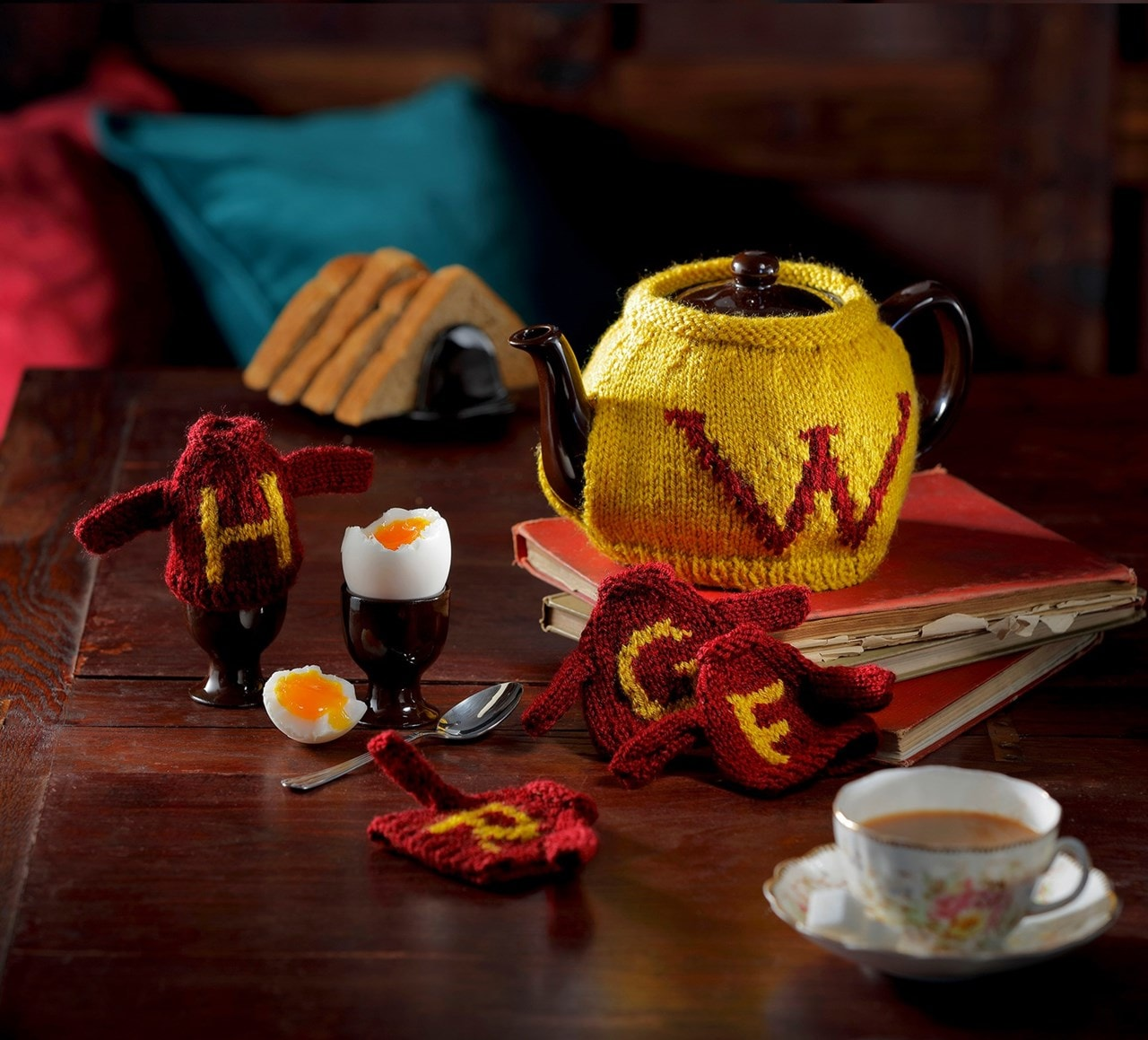 Weasley Tea & Egg Cosy: Harry Potter Knit Kit - 1