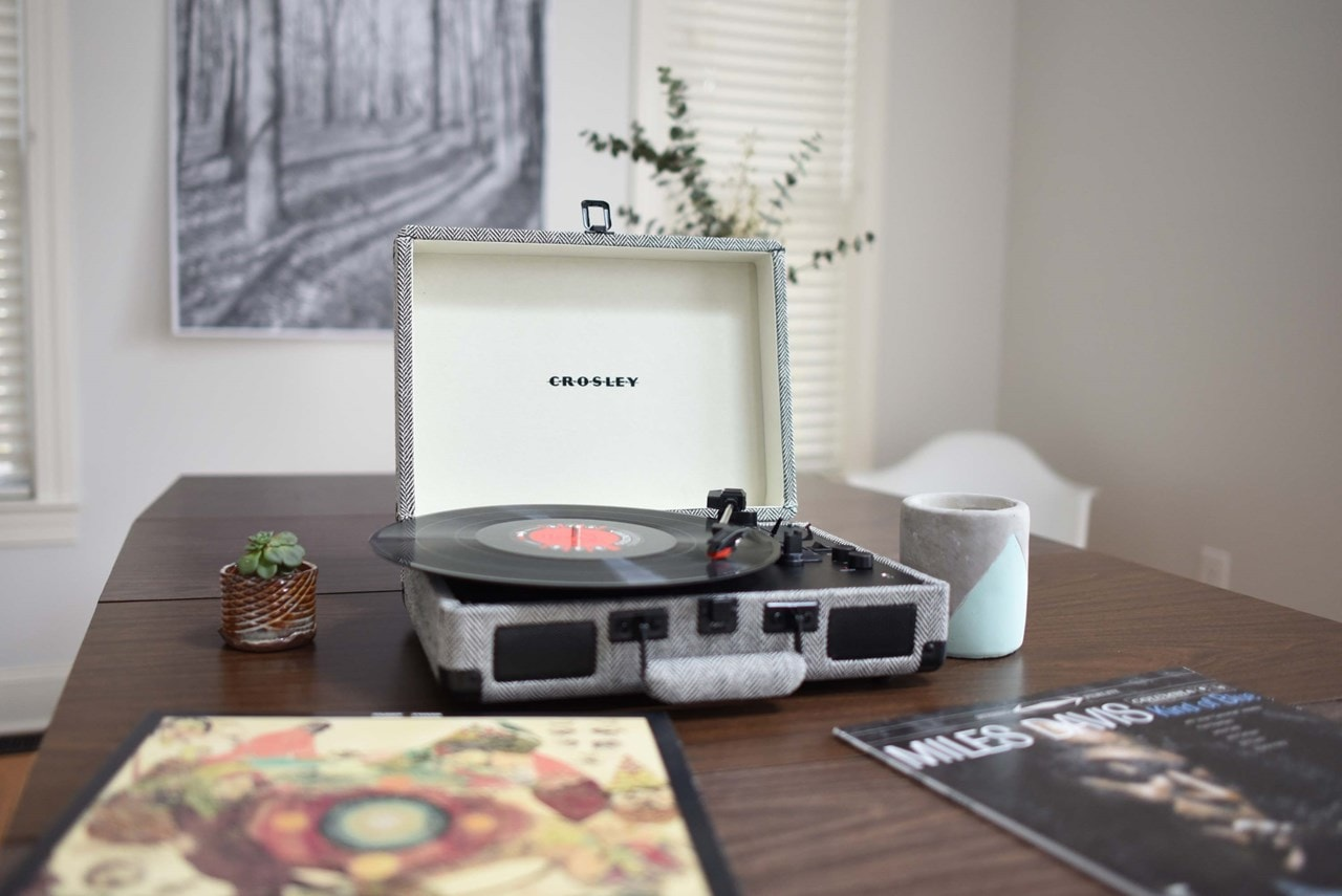 Crosley Cruiser Deluxe Herringbone Turntable - 5
