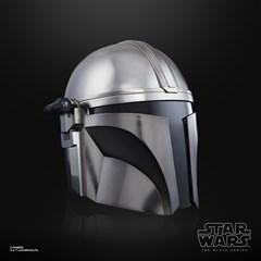 The Mandalorian Electronic Helmet: Star Wars Black Series - 2