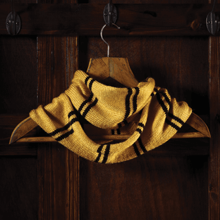Harry Potter: Hufflepuff House Cowl: Knit Kit: Hero Collector