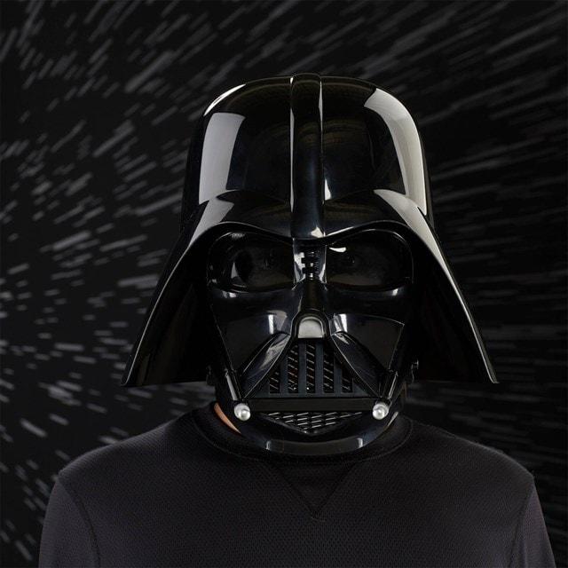 Darth Vader Electronic Helmet: Star Wars Black Series - 1