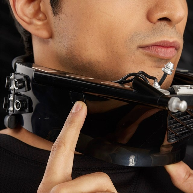 Darth Vader Electronic Helmet: Star Wars Black Series - 3