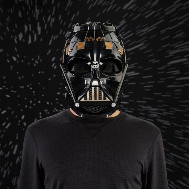 Darth Vader Electronic Helmet: Star Wars Black Series - 4